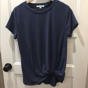 Super cute knotted tee